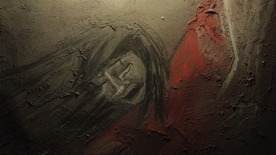 La chica en el pasillo